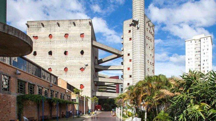 Foto do Edifício do SESC Pompéia em São Paulo. Outra atração para você colocar no seu roteiro da cidade. Para conhecer esse e outros lugares, histórias e fotos, visite o site Viajo.City.