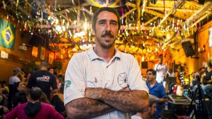 Belo retraro do Patrick Assumpção, feito pelo fotógrafo Rodolfo Goud, no Traço da União em São Paulo, Brasil.
