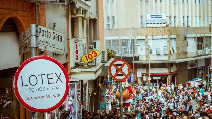 25 de Março Street, in São Paulo