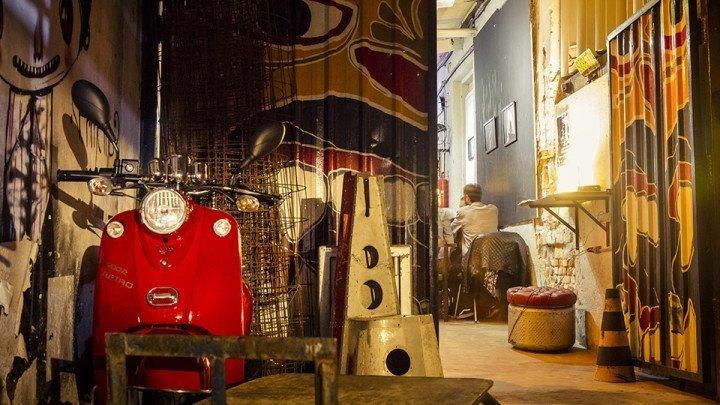 Scooter in Jazz Nos Fundos entrance. At São Paulo, Brazil